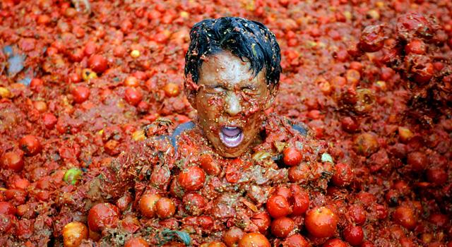 APTOPIX Colombia Tomato Festival