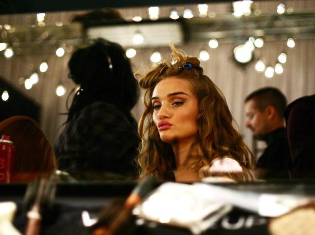 111909 Victorias Secret Backstage Rosie Huntington-Whiteley 08