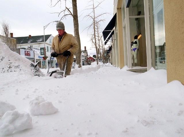 122810 BLIZZARD Clearing Sidewalk in CT