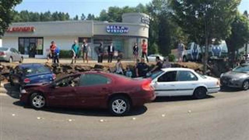 Bystanders Tackle Attempted Carjacker