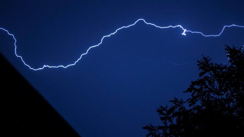 [UGCCHI-CJ-weather]Playing with lightning