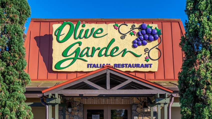 Worker Olive Garden Customer Demanded And Got White Server Nbc