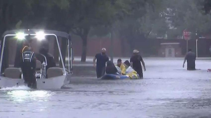 Harvey_Death_Toll_Rises_as_Shelters_Fill_Up_in_Houston.jpg