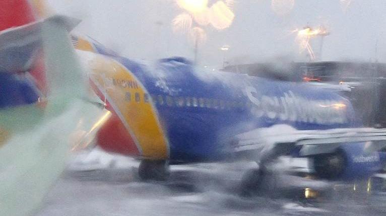 Southwest Planes Newark Clip Wings