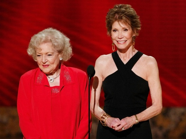 betty white and mary tyler moore-640