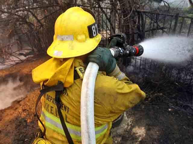 firefighter_hose_fire_gener