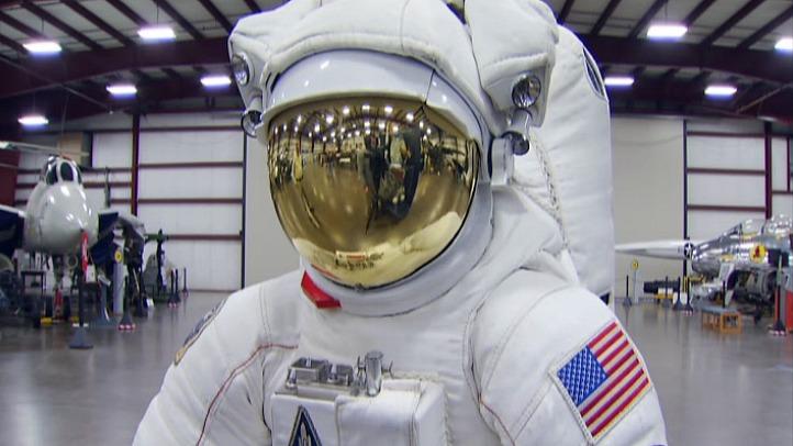 space suit_722_406