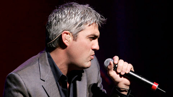 taylor-hicks-singing