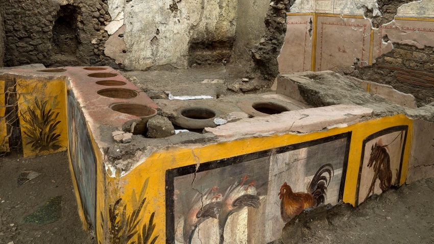 The thermopolium in the Pompeii archeological park
