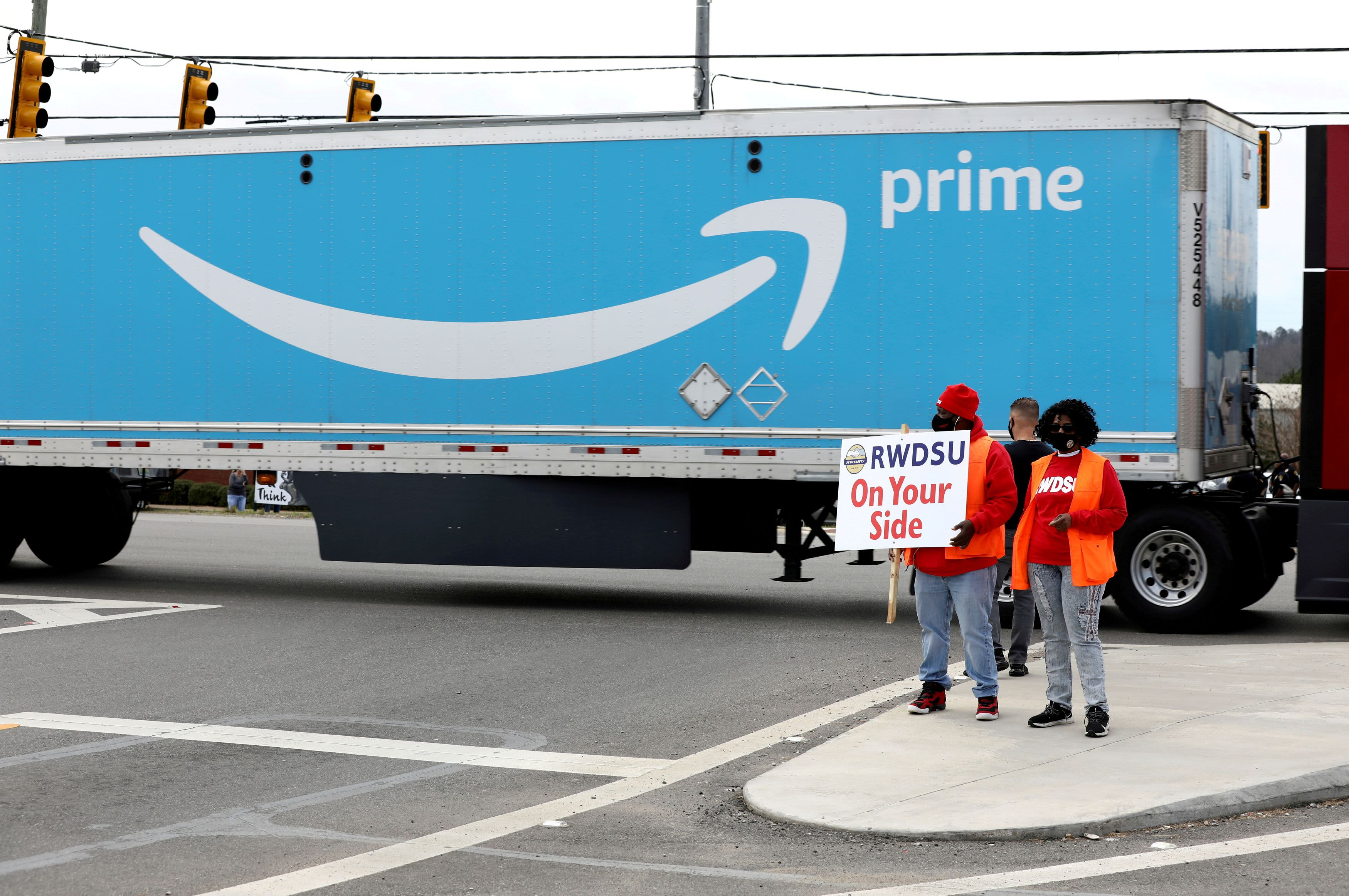 Amazon Faces Teamsters Union Drive at Canadian Warehouse – NBC Connecticut