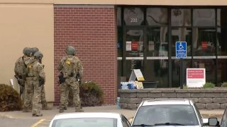 FBI are on the scene of a hostage situation at a Wells Fargo Bank in St. Cloud, Minnesota.