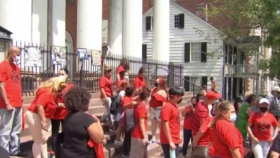 Dozens Rally in Support of New Haven Father Granted Stay of Deportation