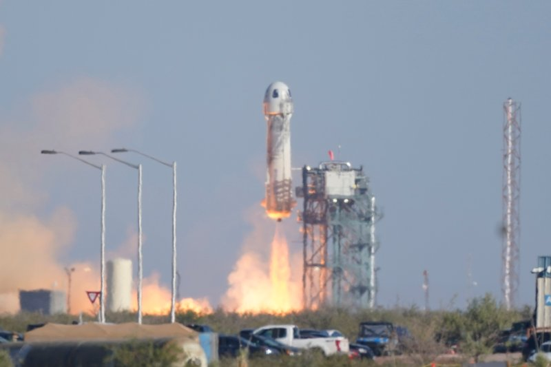 PHOTOS: Blue Origin Launches William Shatner, Others to Space
