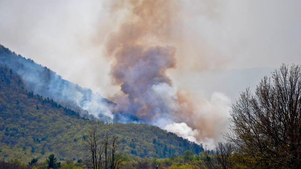 A forest fire in Shenandoah National Park spread to 10,000 acres, bringing over 300 firefighters to beat back the blaze.