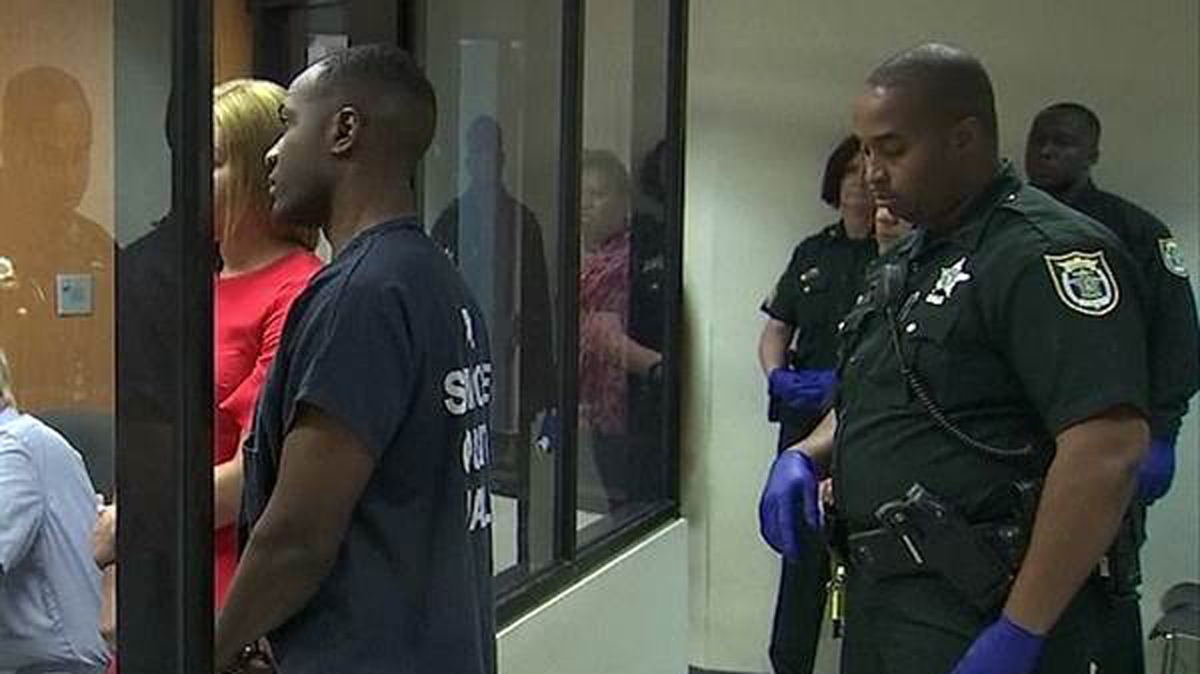 Allen Dion Cashe, guarded by armed officers, in court March 28 in Seminole County, Florida.