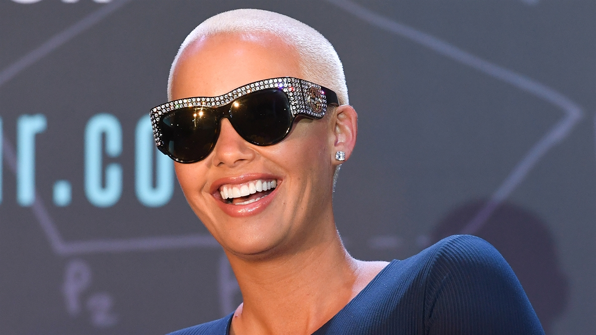 494ffe1b09b 190403 3933849 Amber Rose Announces Second Pregnancy With I 1200x675 1471840323880.jpg