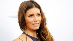 "Jessica Biel Stuns at ""Playing For Keeps"" Premiere"