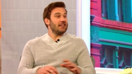 Clive Standen Talks to Harry About Staying in Shape