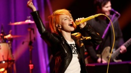 "Paramore Performs ""Ain't It Fun"" on ""Late Night"""
