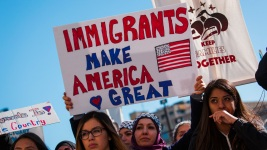 Thousands protest during day without latinos