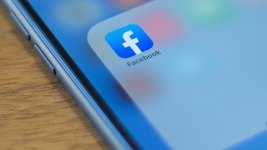 Facebook Tests Tool to Move Photos to Google, Other Rivals