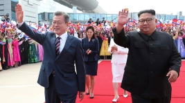 Kim, Moon Start Possibly Most Challenging Korean Summit Yet