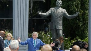 Tony Bennett Immortalized With Statue in San Francisco