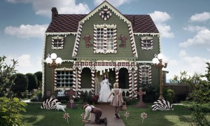 SoCal Artist Creates Real-Life Gingerbread House