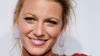 "Blake Lively Goes Brunette For ""Green Lantern"""