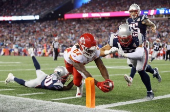 Rough Start: Chiefs Score 3 TDs in 4th to Beat Pats 42-27