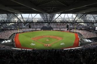 Ye Olde Slugfest: Yanks Top Red Sox 17-13 in MLB Euro Debut