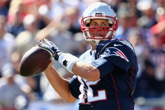 Brady's 400th Helps Pats Blaze Past Jags