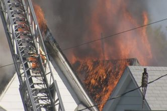 Mayor Rushes Into Waterbury Fire, Four Sent To Hospital