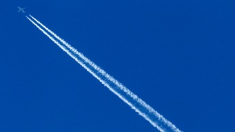 Study: Airplane Contrails Are Adding to Climate Change