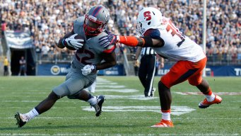 Syracuse Uses Late 99-yard Drive to Beat UConn 31-24