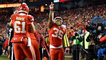 Chiefs Hold Off Raiders 21-13 to Take Control of AFC West