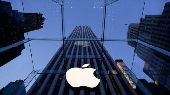 Apple Tumbles After News of Weaker iPhone, Watch Sales
