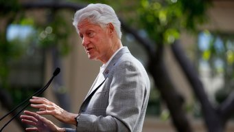 Bill Clinton, AG Lynch Met Privately at Airport