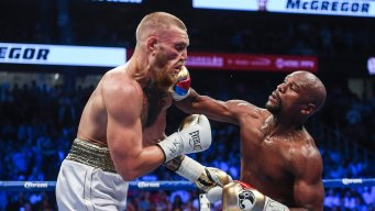 Mayweather Beats McGregor by TKO, Defends Undefeated Record<br />