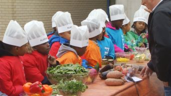 Hartford Kids Make Healthy Pizza