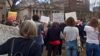 Hundreds Rally in Support of Affordable Care Act in New Haven