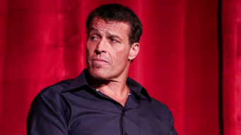 Tony Robbins Apologizes for Critical Comments on #MeToo