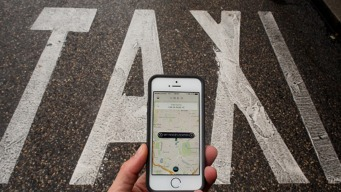 Uber, Lyft Threaten to Leave Chicago Over License Rule