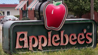 Calif. Woman Says She Found Bloody Finger in Applebee's Salad
