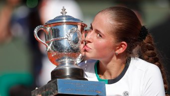 Unseeded Ostapenko Tops Halep at French Open for 1st Title