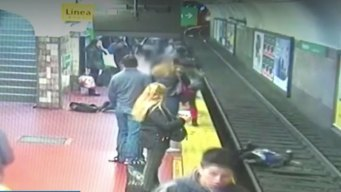 Commuters Help Woman Who Fell on Argentina Subway Tracks