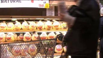 Supermarkets Busy as Shoppers Pick Up Thanksgiving Food