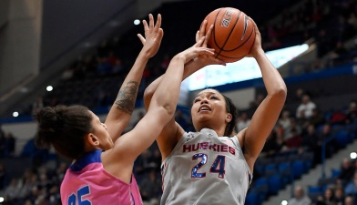 Samuelson's 32 Points Lead No. 3 UConn to Rout of Memphis