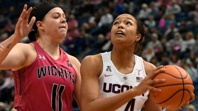 No. 1 UConn Shoots 71 Percent, Routs Wichita State 124-43