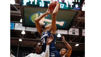 Breanna Stewart, Top-Ranked UConn Overwhelm Tulane 96-38